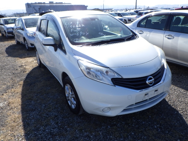 NISSAN NOTE  HATCHBACK 1 - 2014  FAT PEARL WHITE