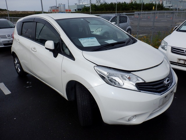 NISSAN NOTE  HATCHBACK 7 - 2014  FAT PEARL WHITE