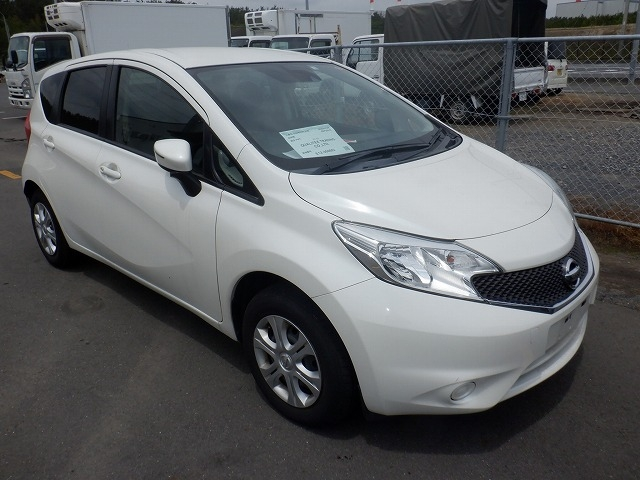 NISSAN NOTE  HATCHBACK 11 - 2014  FAT PEARL WHITE