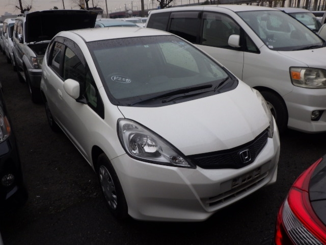 Honda Fit  Hatchback 6 - 2013  FAT PEARL WHITE