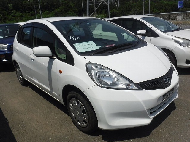 Honda Fit  Hatchback 6 - 2013  FCVT WHITE
