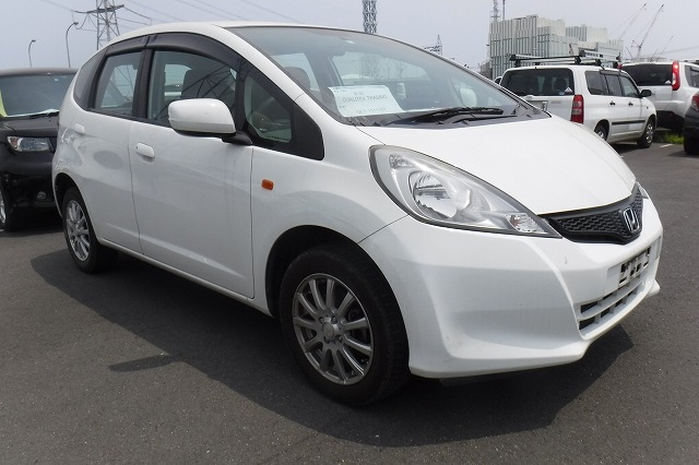 Honda Fit  Hatchback 7 - 2012  FAT WHITE
