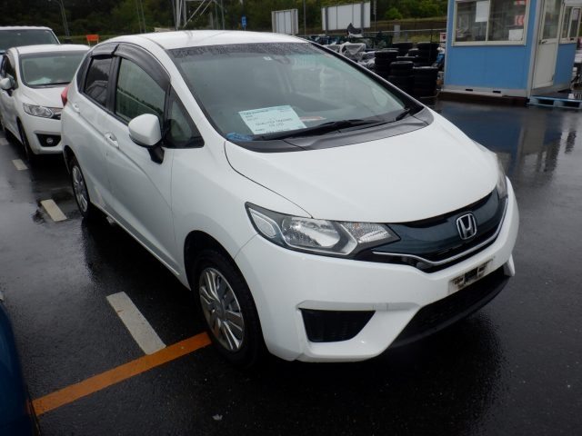HONDA FIT  HATCHBACK 5 - 2015  AT PEARL WHITE