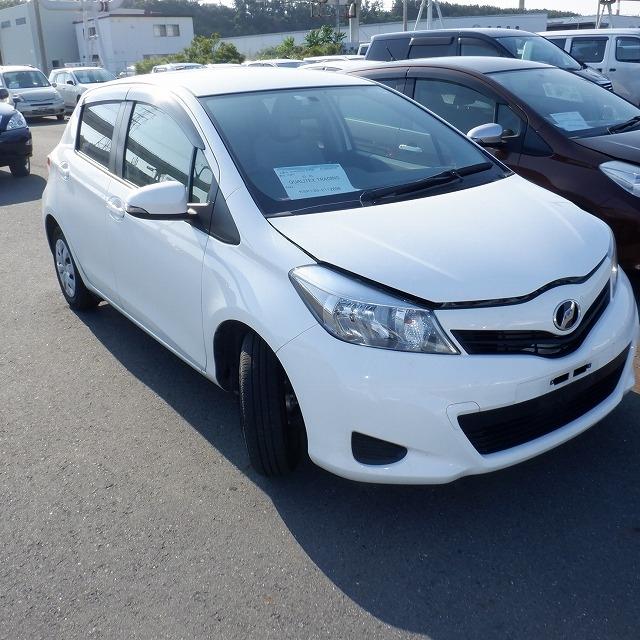 Toyota Vitz  Hatchback 4 - 2014  FAT WHITE