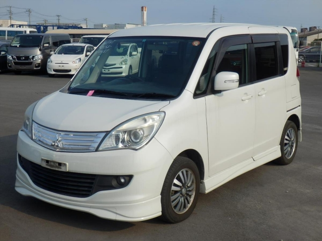 Mitsubishi Delica D2  Van / OneBox 6 - 2011  AT PEARL WHITE