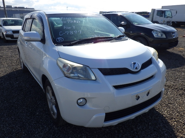 Toyota IST  Hatchback 5 - 2009  FAT Pearl White
