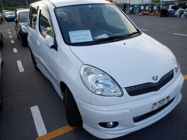 TOYOTA FUNCARGO  HATCHBACK 2 - 2005  AT PEARL WHITE