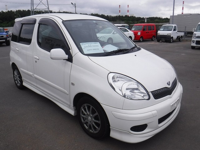 Toyota Funcargo  Hatchback 12 - 2002  CAT White