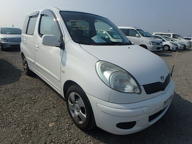 Toyota Funcargo  Hatchback 9 - 2003  CAT WHITE