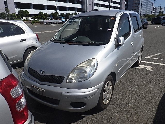 Toyota Funcargo  Hatchback 7 - 2005  CAT SILVER