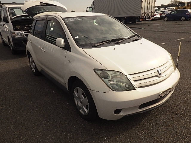 Toyota IST  Hatchback 1 - 2004  FAT PEARL WHITE