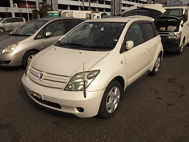 Toyota IST  Hatchback 1 - 2004  FAT PEARL WHITE