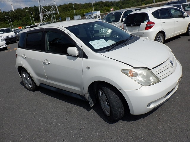 Toyota IST  Hatchback 5 - 2004  FAT PEARL WHITE