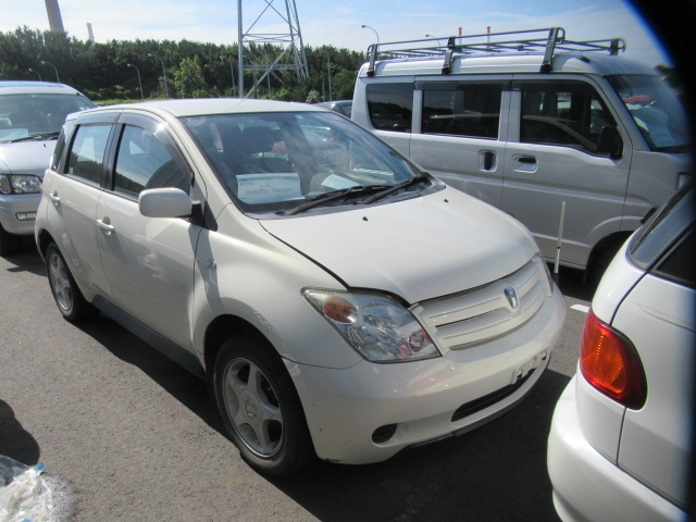 Toyota IST  Hatchback 9 - 2004  FAT PEARL WHITE