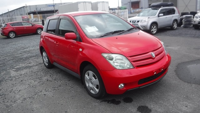 TOYOTA IST  HATCHBACK 12 - 2004  FAT RED