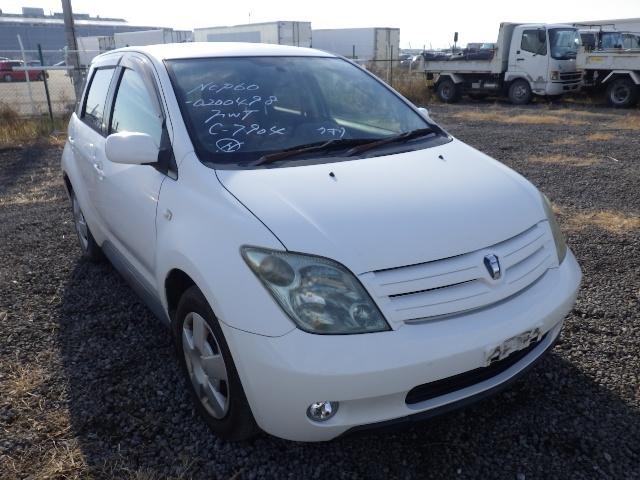 Toyota IST  Hatchback 6 - 2005  AT White