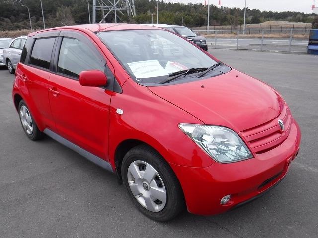 Toyota IST  Hatchback 3 - 2005  FAT Red