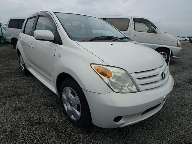 Toyota IST  Hatchback 11 - 2005  FAT PEARL WHITE