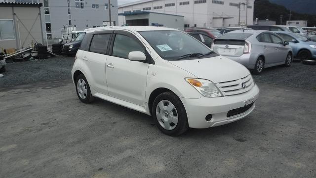 Toyota IST  Hatchback 2 - 2006  FAT PEARL WHITE