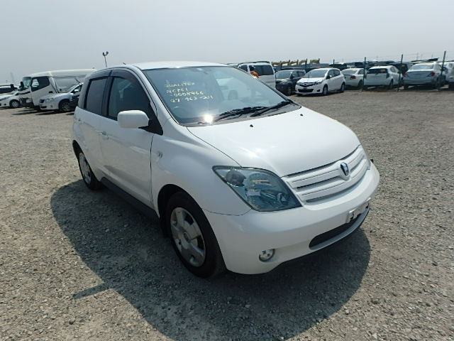 Toyota IST  Hatchback 6 - 2002  FAT WHITE
