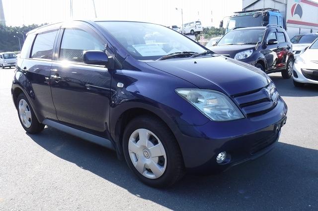Toyota IST  Hatchback 12 - 2003  FAT Blue