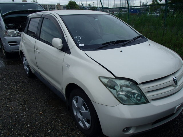 TOYOTA IST  HATCHBACK 6 - 2004  FAT PEARL WHITE