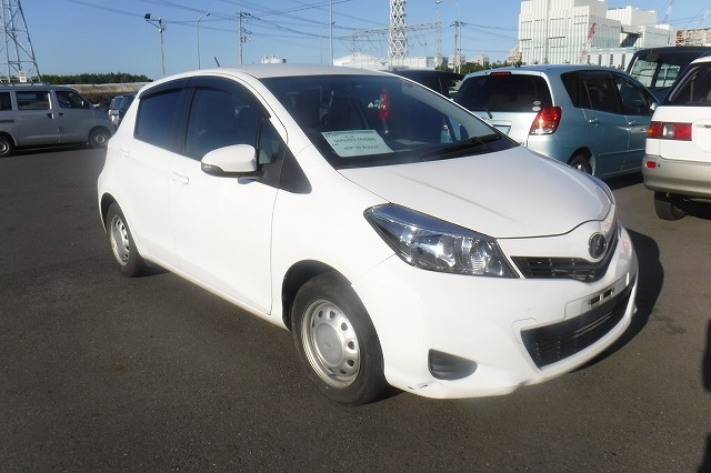 Toyota Vitz  Hatchback 8 - 2013  FAT WHITE