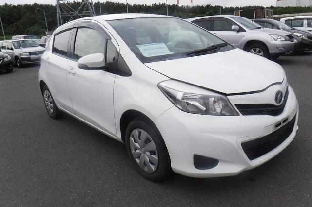 Toyota Vitz  Hatchback 9 - 2013  FAT WHITE