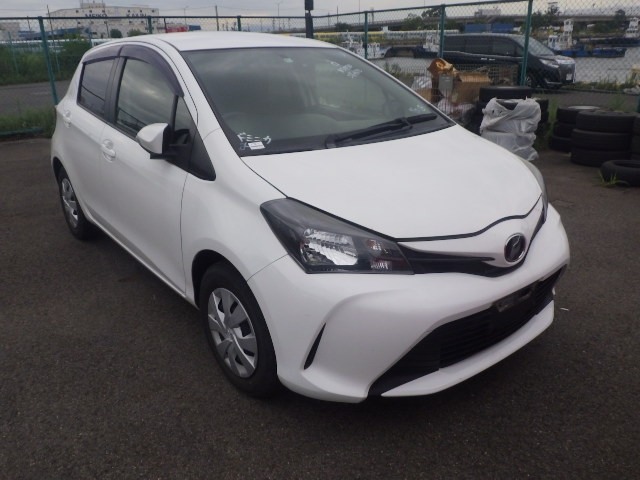 TOYOTA VITZ  HATCHBACK 6 - 2014  FAT WHITE