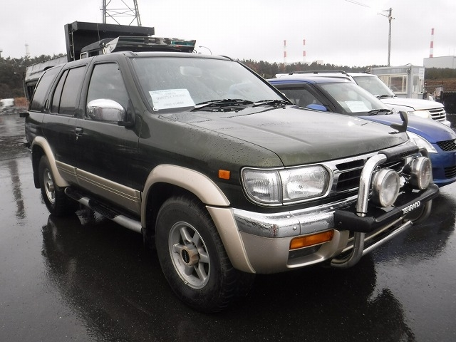 Nissan Terrano  SUV 3 - 1996  AT GREEN
