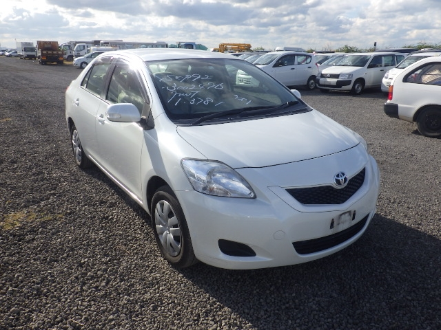 Toyota Belta  Sedan 9 - 2012  FAT PEARL WHITE