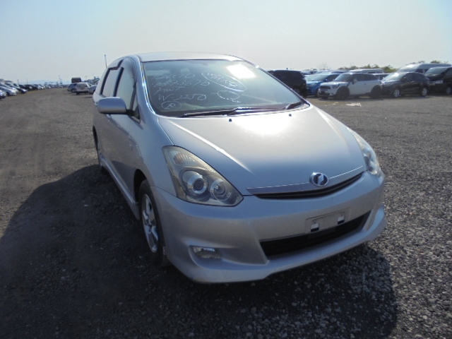 TOYOTA WISH  STATION WAGON 11 - 2007  DAT SILVER