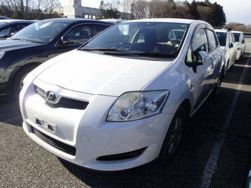 Toyota Auris  Hatchback 2 - 2007  IAT Pearl White