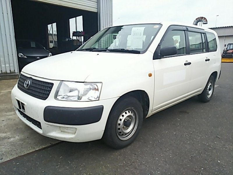 Toyota Succeed Van  Station Wagon 7 - 2011  F5 White
