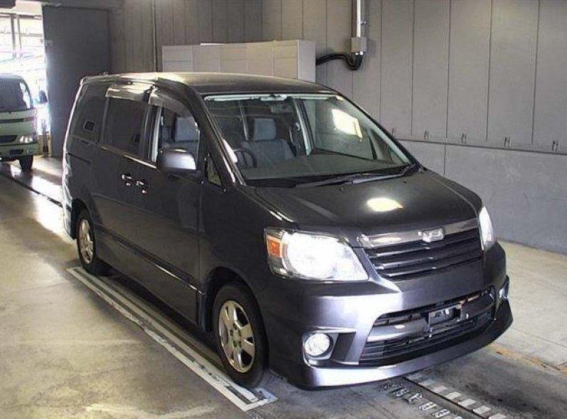 Toyota Noah  Van / OneBox 8 - 2002  IAT GRAY
