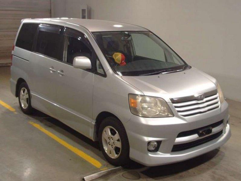 Toyota Noah  Van / OneBox 10 - 2003  IAT SILVER