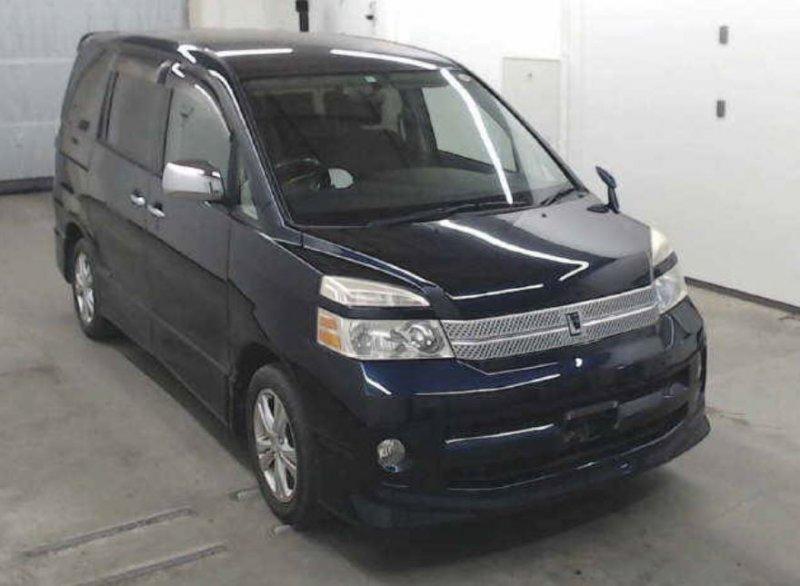 Toyota Voxy  Van / OneBox 9 - 2006  CAT Blue