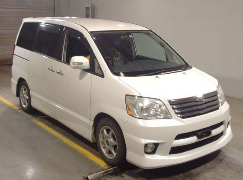 Toyota Noah  Van / OneBox 3 - 2004  IAT PEARL WHITE