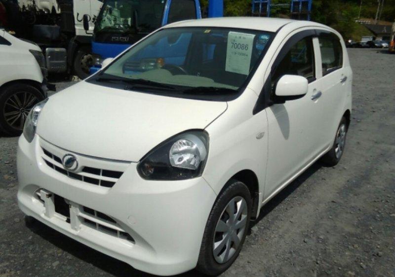 Daihatsu MIRA E.S  Hatchback 4 - 2012  IAT WHITE