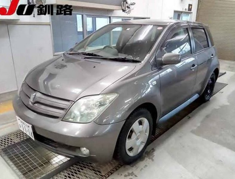 Toyota IST  Hatchback 9 - 2004  AT GRAY