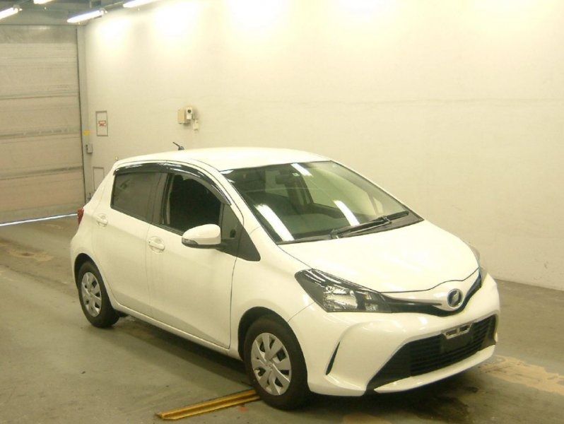 TOYOTA VITZ  HATCHBACK 8 - 2014  FAT WHITE
